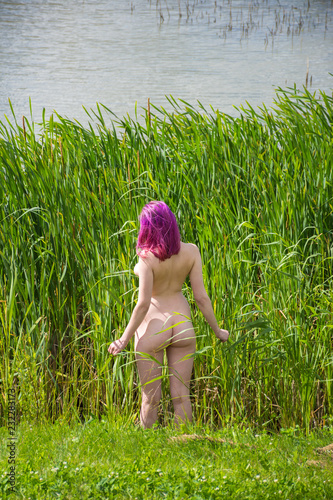 Poster Akt Beautiful young nude woman posing on nature background