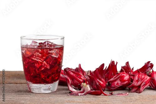 Fotomural roselle mocktail drink with roselle fruits or Hibiscus sabdariffa on wooden