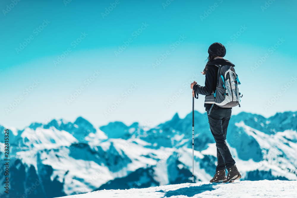 Obraz Woman hiking in alps in winter fototapeta, plakat