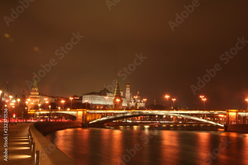 Papiers peints Paris View of the Moscow Kremlin at night / Moscow city center