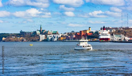Foto auf AluDibond Stockholm Boat cruising near Katarina-Sofia