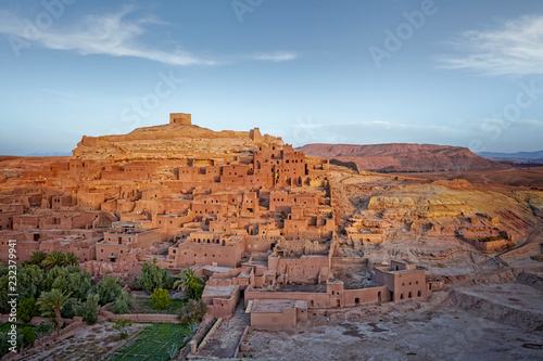 Spoed Foto op Canvas Marokko Morocco - Draa-Tafilalet - Ancient fortress (ksar) Ait Benhaddou between desert and mountains, UNESCO world heritage site