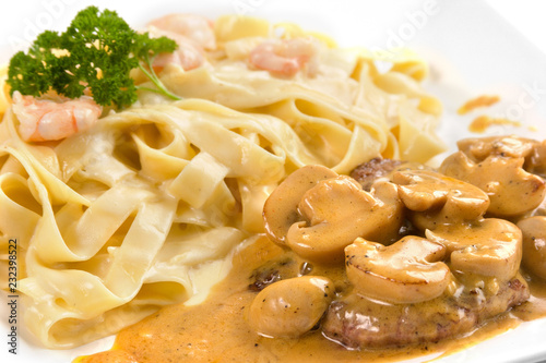Fotografie, Obraz  Fetucinni with shwrimps sauce and mushrooms