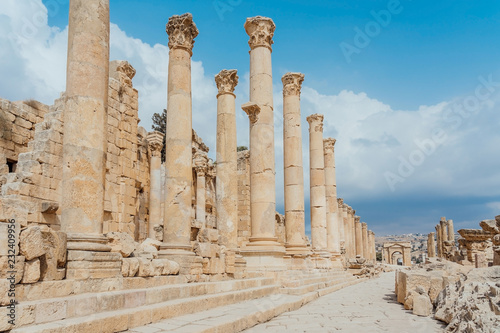 Foto op Canvas Rudnes Ancient Roman ruins, walkway along the columns in Jerash, Jordan