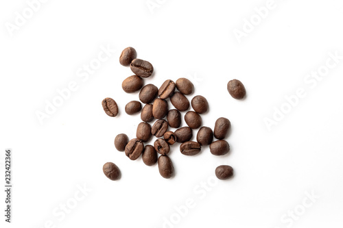 Photo sur Toile Café en grains Roasted coffee beans on white background.