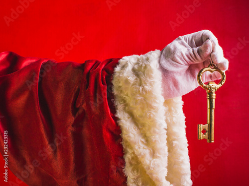Photo Surprise of Santa Claus a key from new house