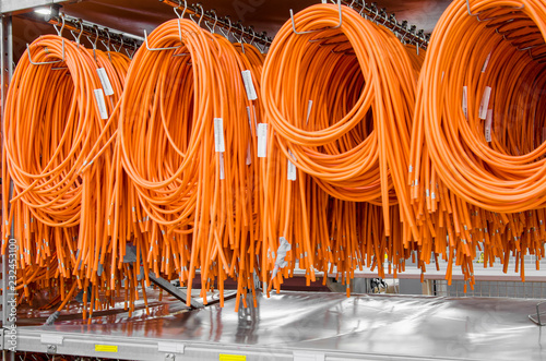 Fotografía  Coils of electrical wires for installation in cars, finished products on the racks in the factory
