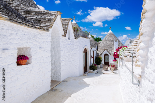 Fototapeten Schmale Gasse Alberobello's famous Trulli, the characteristic cone-roofed houses of the Itria Valley, Apulia, Southern Italy.