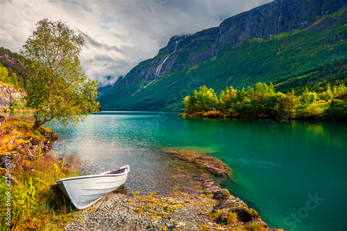 Impressive summer view of Lovatnet lake, municipality of Stryn, Sogn og Fjordane county, Norway Tablou Canvas