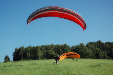 Fototapeta Drachen Gleitschirm Gleitschirmfliegen Fliegen start pilot hang übungshang