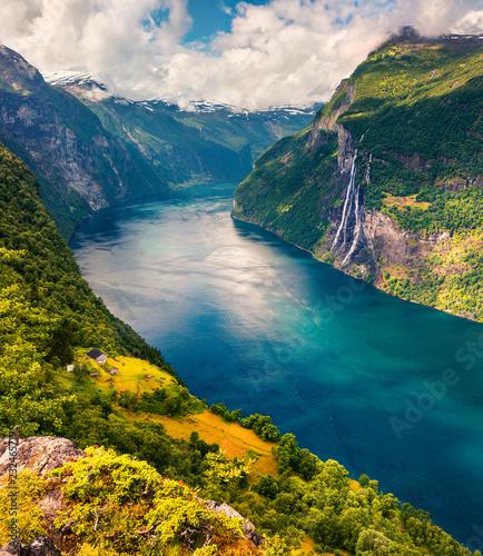 Photo  Splendid summer scene of Sunnylvsfjorden fjord, Geiranger village location, western Norway