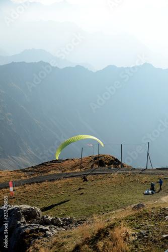Gleitschirmflieger am Nebelhorn - Alpen