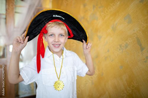 Fotografía  Boy pirate black hat