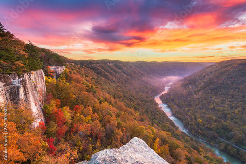 Photo  New River Gorge, West Virginia, USA autumn morning landscape at the Endless Wall