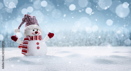 Cuadros en Lienzo Panoramic view of happy snowman in winter secenery with copy space