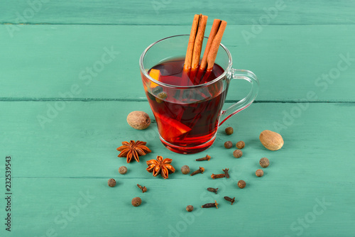 Foto op Plexiglas Cocktail Hot red mulled wine on wooden background with spices, orange slice, anise and cinnamon sticks