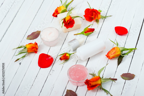 In de dag Poppy beauty product samples with roses on white wooden, soft light
