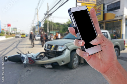 Fotografía  Man using smartphone at roadside after car accident and blurry background  with