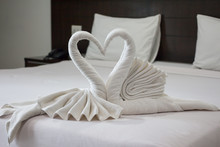 Two Lover White Swan Towels In...