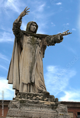 Obraz na płótnie Big statue of Savonarola a dominican friar in Ferrara in Italy
