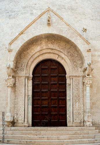 Photo Romanesque architecture cathedral portal church