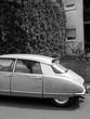 Französische Limousine der Sechziger und Siebziger Jahre im Sonnenschein bei den Golden Oldies in Wettenberg Krofdorf-Gleiberg bei Gießen in Hessen, fotografiert in traditionellem Schwarzweiß