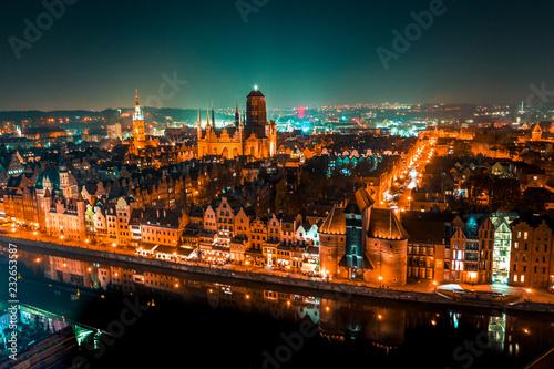 Obraz Gdańsk z lotu ptaka nocą - fototapety do salonu