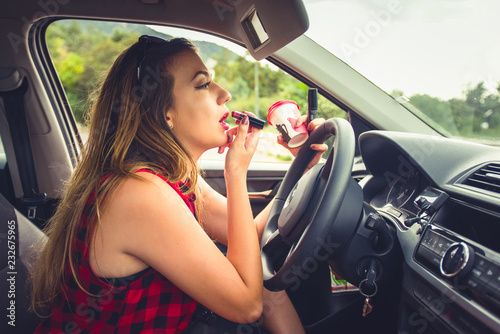 Fotografia, Obraz  Young reckless girl in car doing make up