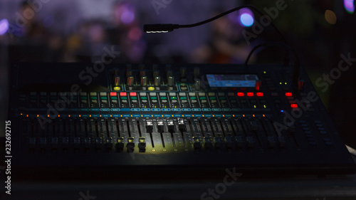 Fotografía  Front view to the working mixing console, an electronic device for changing the