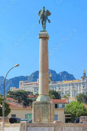 Fotobehang Historisch mon. Monument aux morts de Menton Côte d'Azur France