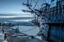 Galeón Pirata En El Puerto