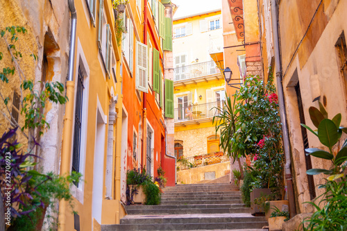 Poster de jardin Ruelle etroite colorful buildings in Nice on french riviera, cote d'azur, southern France