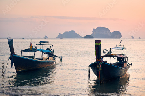 Tuinposter Asia land Boat in Andaman Sea