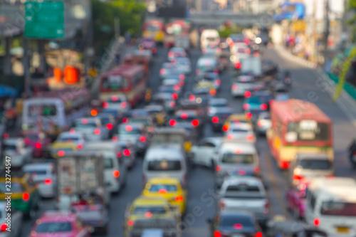 Foto  Blurry Traffic jam in Ratchaprasong Road at Bangkok, Thailand.