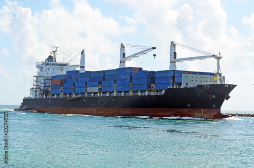 Fotografie, Obraz  container ship approaching the Port of Miami a Latin America trading hub