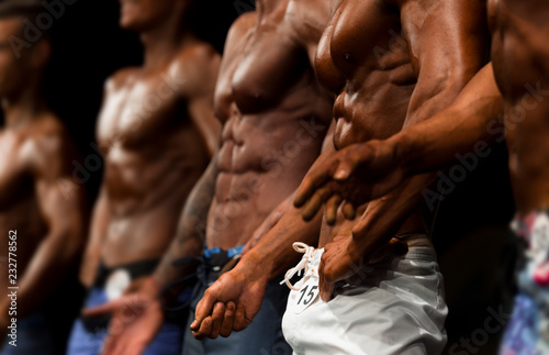 Fotografiet  group athletes bodybuilders posing most muscular fitness competitions