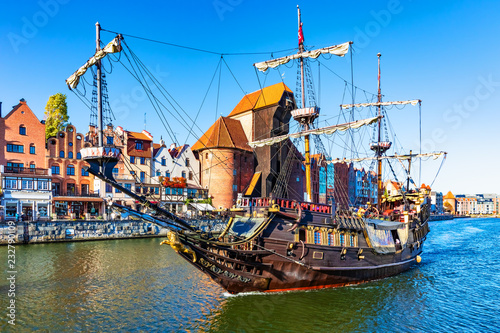 obraz dibond Historical ship in the Old Town of Gdansk, Poland