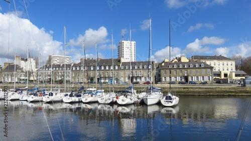 Deurstickers Poort Voiliers dans le port de plaisance de Lorient, en Bretagne (France)