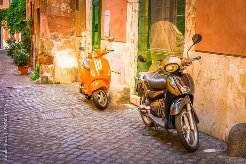 Zdjęcie XXL stare miasto włoskiej ulicy z bajki w Trastevere, Rzym, Włochy, retro stonowanych