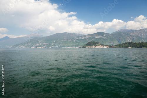 Foto op Aluminium Europese Plekken Sunny Lake Como landscape
