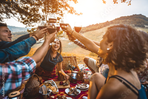 Obraz Group of friends eating in the nature - fototapety do salonu