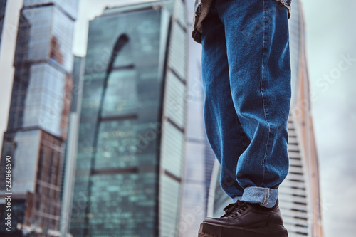 Foto  Legs of trendy dressed hipster girl in front of skyscrapers in Moskow city