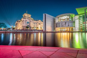 Fototapeta Berlin government district with Spree river at twilight, central Berlin Mitte, Germany