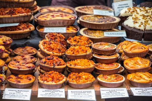 Fotografia Assortment of tarts on display at Broadway Market in Hackney, East London