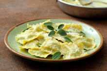 Pasta Italiana Ravioli Burro  ...