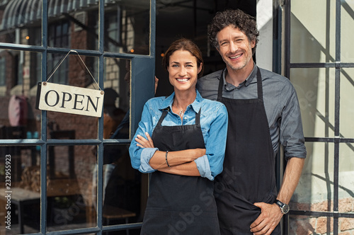 Valokuvatapetti Small business owners couple