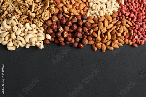 Fotomural  heaps of different nuts on a dark table