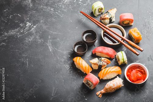 Foto op Aluminium Sushi bar Mixed Japanese sushi set