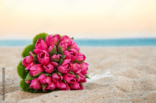 Bellissimo Bouquet Di Tulipani Rosa Poggiato Nella Sabbia Di Una