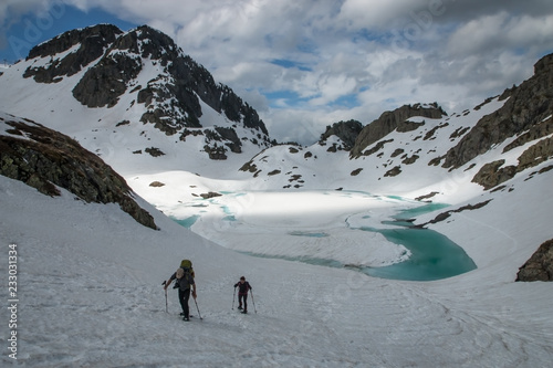 Randonnée en raquettes l' hiver dans les Alpes